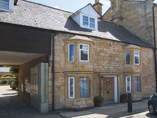 Sleeps 4 guests in Chipping Campden within walking distance of a variety of pubs