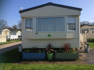 Modern Clean Caravan on lovely site near Christchurch/Avon Beach