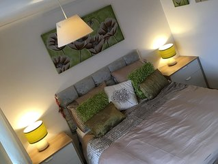 Arendelle Guest House - Emerald room, Kingsize room with ensuite in East leake