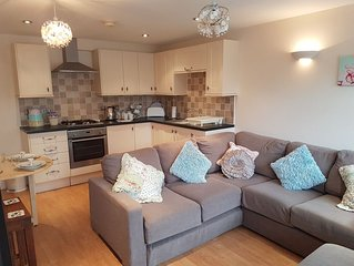 The Yard a cosy 2 bed apartment with Wifi,300yrds from Blue Flag Sandy Beac
