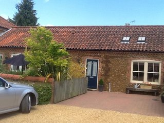 Traditional Mews Carstone Cottage In Quiet Village near Sandringham Royal Estate