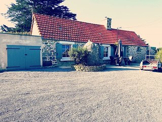 Petite maison en pierre à 1,8  km des plages