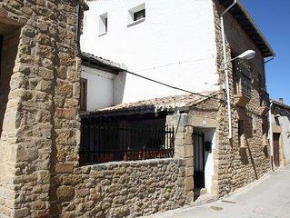 Cómoda casa de piedra, cerca de Pamplona y a 100 m del recinto medieval del C