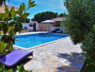 Moderns und helles Ferien-Apartment mit Pool