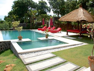 Luxury villa close to Lovina with pool and staff and spectacular views!