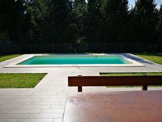 Villa Allegria Gialla con piscina a pochi passi dal lago.