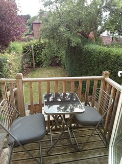 Cosy annexe set in a beautiful Nottingham hilly suburb. Close to shops and cafes