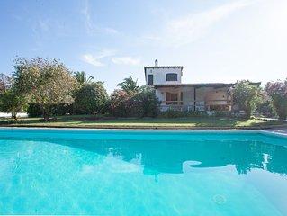 Deliziosa villa con piscina, ampio giardino e patio