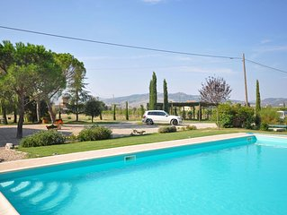 Villa with WIFI, private pool, TV, pets allowed, panoramic view, parking, close
