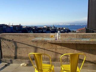 Duplex increible terreza zona patrimonial Valparaiso, costado Centro cultural
