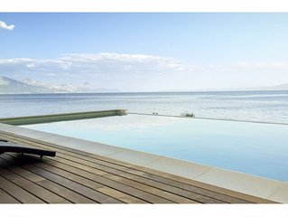Amazing seafront setting-Infinity pool