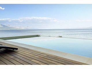 Amazing seafront setting-Infinity pool