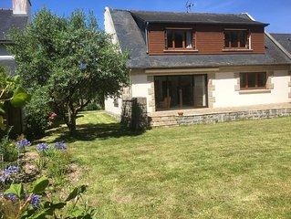 Maison familiale au coeur du vieux bourg de St Briac, jardin clos plein sud