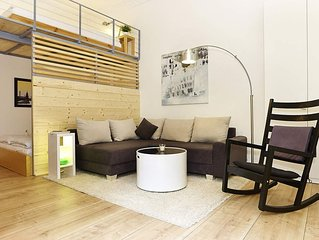 Urban Mit Art apartment in Kreuzberg with WiFi.