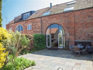 An absolutely delightful three-bedroom house with stunning views from upstairs o