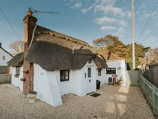 Charming detached thatched cottage for two ideally located for coast and forest