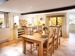 Rose Cottage is a detached Grade 2 listed cottage conveniently located in the  v