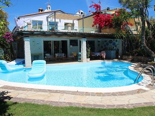 Stunning private villa for 8 people with hot tub, WIFI, private pool, A/C, TV an