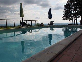 Toskanisches Appartement in idyllischer Lage, grandioses Panorama, Pool, WLAN