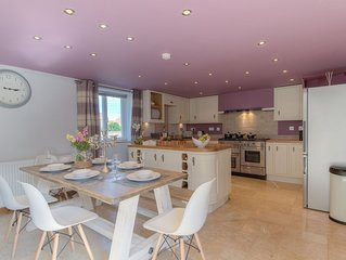 Beach Breeze Cottage, downtown Caister-on-sea