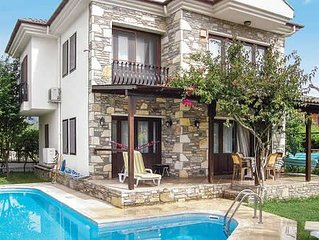 Modern, spacious accommodation featuring large gardens and pool