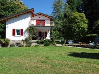 Freistehendes 4-Zimmer-Haus mit ca. 1.000 m² großen Gemeinschaftsgarten und Pool
