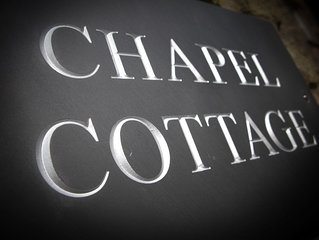 Chapel Cottage -Central Kirkby Lonsdale - quiet courtyard with parking & garden.