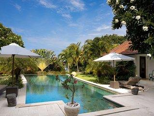 Gepflegte Privatvilla - inmitten eines tropischen Gartens und direkt am Meer