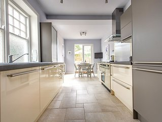 Self contained luxury 2-bedroom self-catering holiday let with private garden