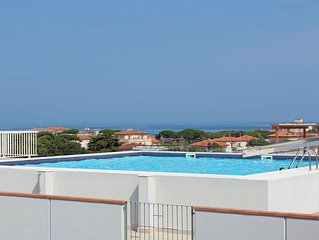 Cosy apartment for 4 guests with pool, WIFI, TV, balcony, pets allowed and parki