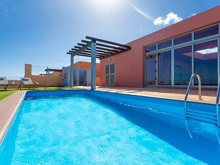 Villa Tahiche: Large Heated Private Pool, Sea Views, A/C, WiFi