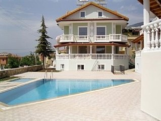 Spacious Apartment with Shared Pool in a great location.