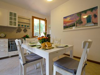 Charming, Relaxing Holiday Apartment With Outside Eating Area. 600m Far From Sea