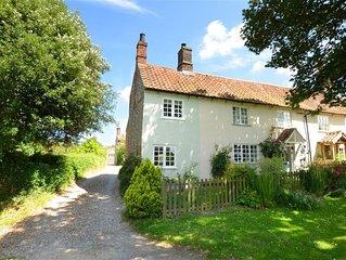 Sunshine Cottage - Two Bedroom House, Sleeps 3