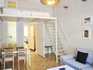 Urban mit Stuck apartment in Kreuzberg with WiFi & shared garden.