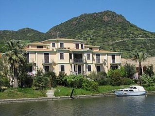 Charming Riverside Apartment, on the edge of the old town,