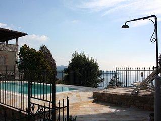 Romantische Ferienwohnung in Rustico mit Pool und Panoramablick auf den Gardasee
