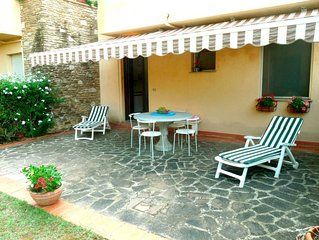 2 bedroom Apartment, sleeps 4 with Pool, WiFi and Walk to Beach & Shops