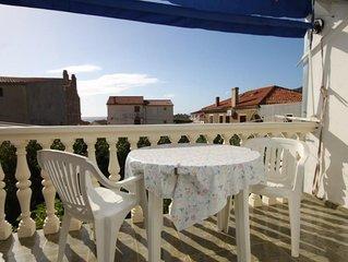 Studio flat with terrace Komiza (Vis) (AS-8926-a)