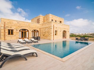 Fully detached four bedroom villa with large pool and garden