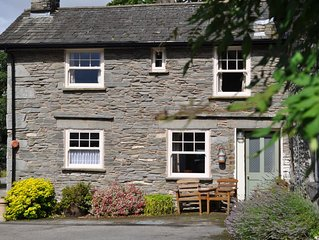 GRASMERE, Hollens Farm Cottage sleeps 4, close to village, parking and WiFi inc.