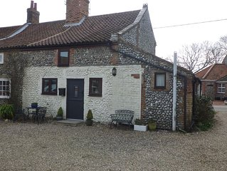 Flint cottage with parking in a quiet location nr Holt & Sheringham-Pet friendly