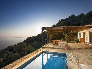 Ysyhia - Cottage With Private Pool And Sea Views