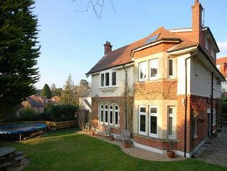 BOURNECOAST: LARGE MANOR HOUSE which SLEEPS 16 in Branksome Park - HB4638