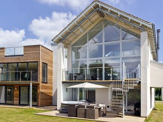 The Summer House (HM101), Cotswolds - sleeps 8 guests  in 4 bedrooms