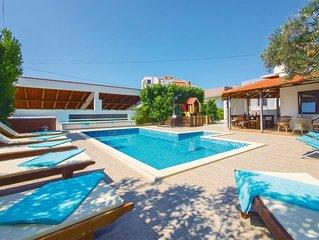 5 Zimmer Unterkunft in Okrug Gornji