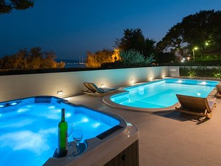 Luxury apartment with private pool and Jacuzzi