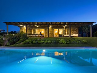 Villa con piscina in contesto riservato
