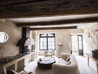 Maison de caractere au ceour d'un village medieval