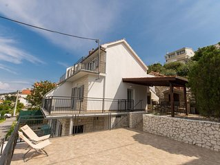 Sea view house with balconies & terraces, just minutes from the pebble beach